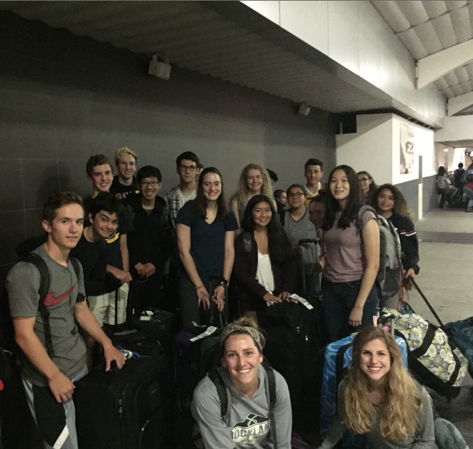 Spanish immersion students arriving to Costa Rica
